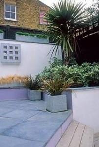 para la jardinera tenemos que el interior y luego como con cualquier otra maceta poniendo unos guijarros en el