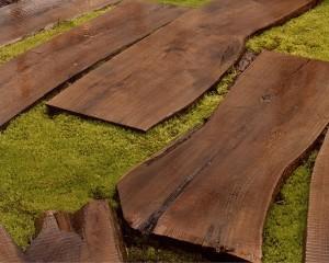 Crear unos pasos perdidos en el jard n fundaci ilersis - Baldosas de madera para jardin ...