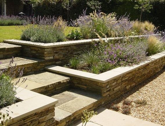 Jardineras en escala jardindecora flores y plantas - Jardineras en escalera ...