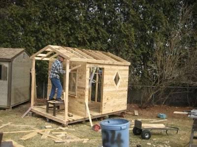 Casita para ni os en el jard n reciclando palets - Casas con palets de madera ...