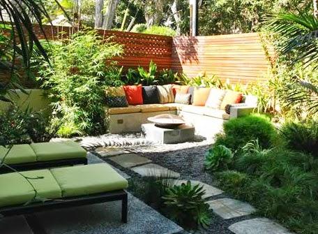 Un peque o jard n de estilo mediterr neo jardindecora - Jardines con estilo ...