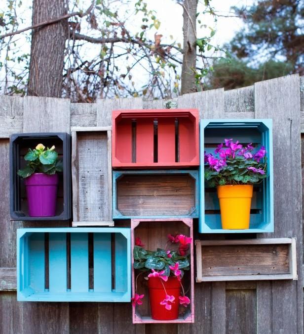 Estantes de colores para el jard n con cajones for Guijarros de colores para el jardin