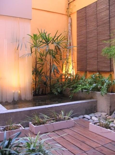 Decorar un patio interior moderno fundaci ilersis for Decoracion de patios con macetas