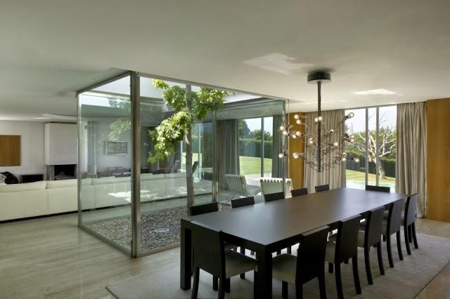 Decorar un patio interior moderno jardindecora flores y plantas - Decorar patios interiores ...