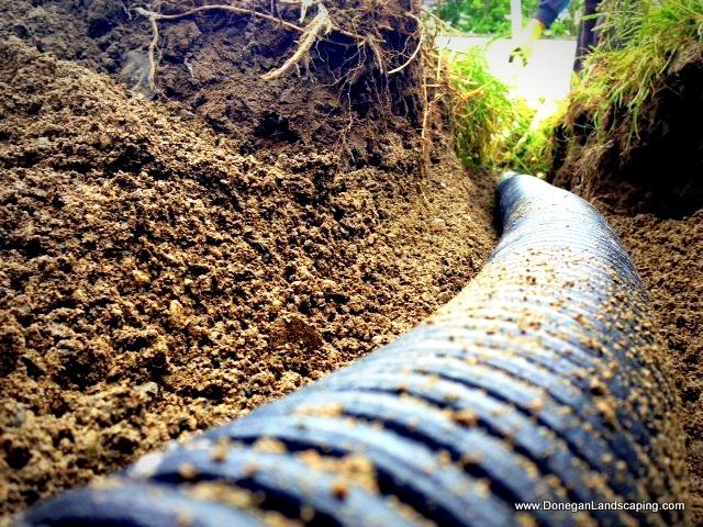 mejorar el drenaje del jardín, tubos