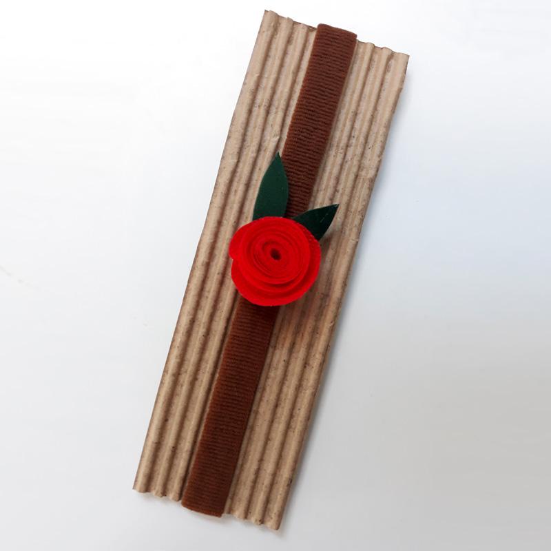 Diadema elàstica amb rosa de Sant Jordi 2018, Fundació Privada Ilersis