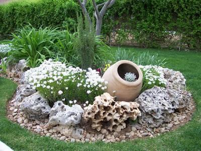 Elegir plantas para jardines de rocalla fundaci ilersis for Jardines mediterraneos pequenos