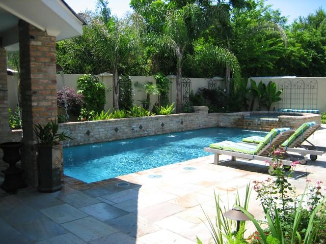 Jardines con piscina mantenimiento y decoraci n for Casas grandes con piscina y jardin