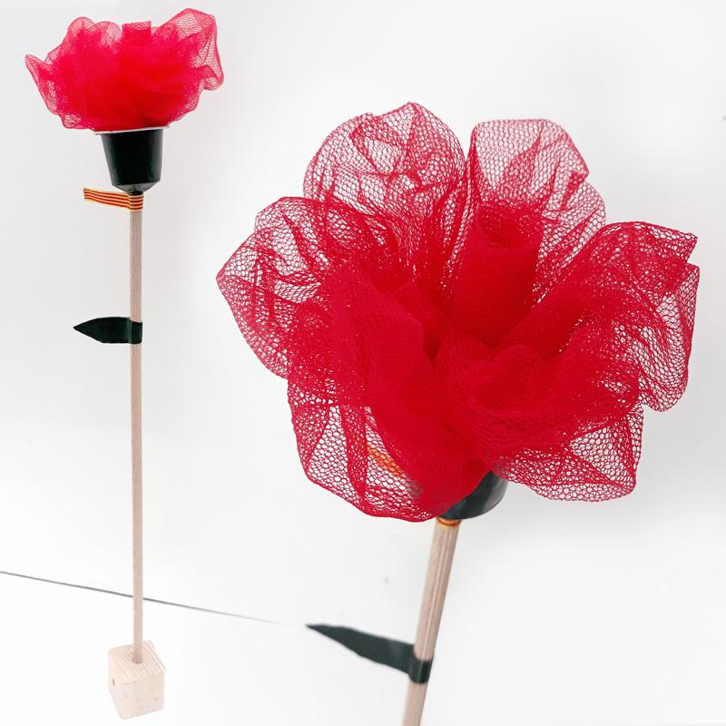 Rosa feta de roba de tul per Sant Jordi 2018, Fundació Privada Ilersis