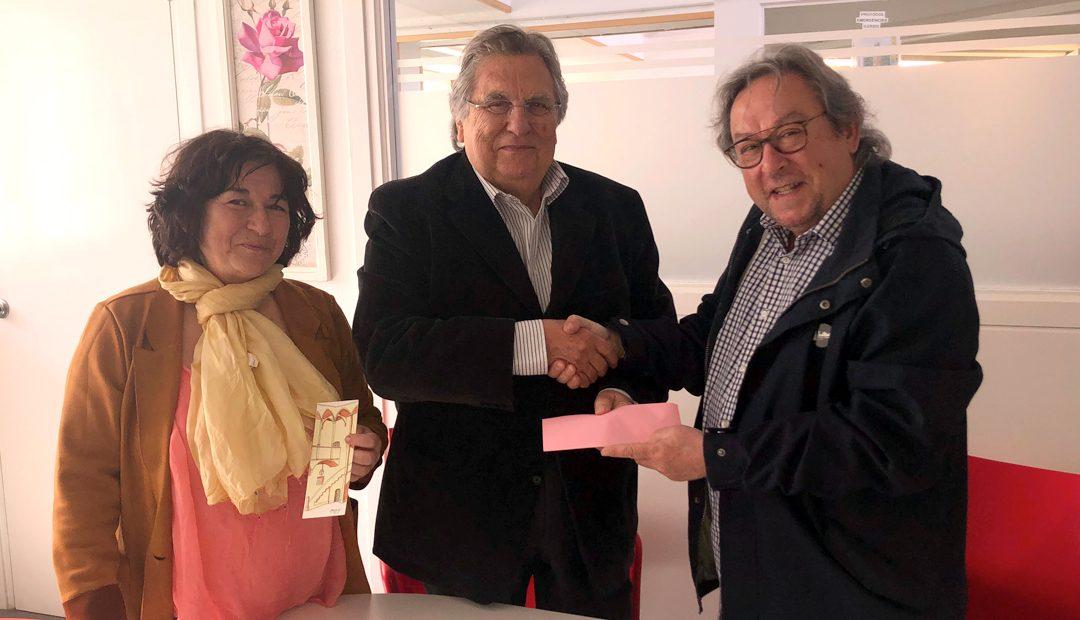 El pintor Joan Mestre fa un donatiu a ILERSIS Fundació, un gest altruista que dona suport moral i econòmic a l'entitat